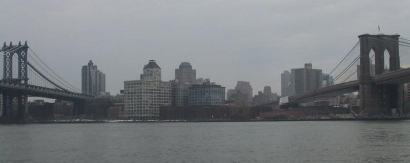 Brooklyn Bridge on the right; Manhattan Bridge on the left. New York, USA.