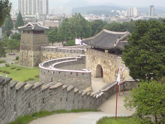 UNESCO walls of Hwaseong fortress, Suwon, Gyeonggi-do, South Korea.