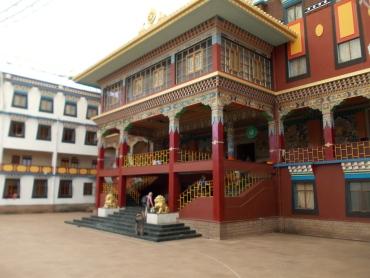 28 - inside tibetan monastery